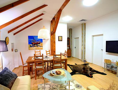 Apartamente 2 Dormitoare + Living